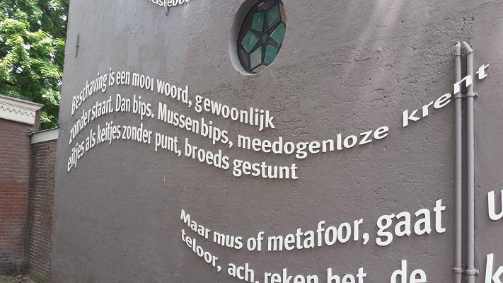 Wandelen over het Hugo de Grootpad bij tekst in Tilburg