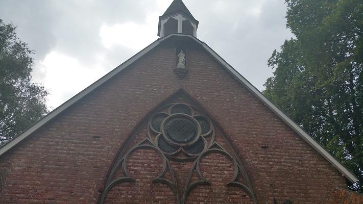 Wandelen over het Hugo de Grootpad bij klooster Nieuwkerk
