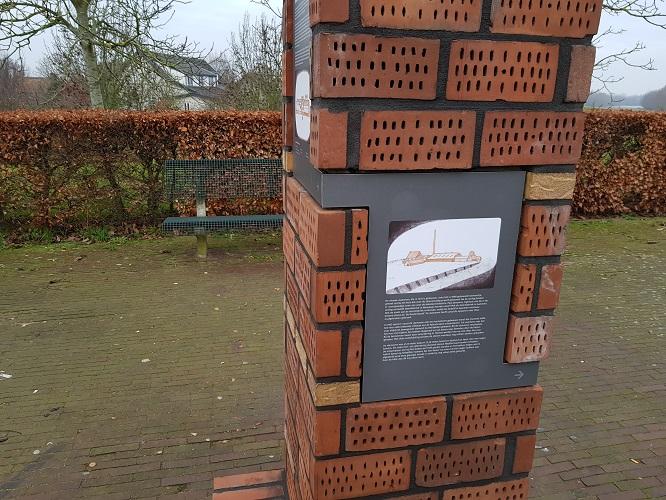 Herinnering steenfabriek op Waaldijk Gameren op een wandeling op Klompenpad Nywelepad bij Gameren