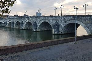 Sint Servatiusbrug over de Maas op een wandeling over het Krijtlandpad