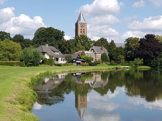 Wandelen over het Maarten van Rossumpad bij de Linge in Kerk-Avezaath