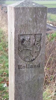 Grenspaal Holland in Waalwijk tijdens wandeling over het Maaspad van Heusden naar Waalwijk