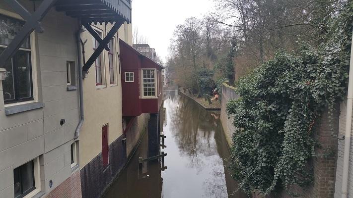 Wandelen over het Marikenpad bij de Binnendieze in Den Bosch