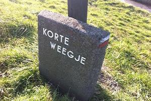 Wandelen over het Nederlands Kustpad bij Kort Weegje