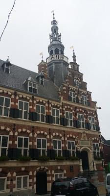 Oude raadhuis Franeker op een wandeling over het Nederlands Kustpad van Franeker naar Harlingen