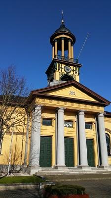 Kerk Sint Jacobiparochie op een wandeling over het Nederlands Kustpad van Franeker naar Sint Jacobiparochie