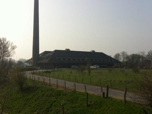 Wandelen over het Oudste Wandelpad van Nederland bij voormalige steenfabriek bij de Blauwe Kamer