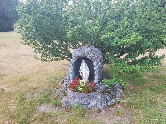 Wandelen over het Peelpad bij een Mariabeeld in Heusden