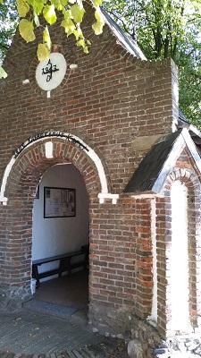 Wandelen over het Peerkepad bij kapel in Westerhoven