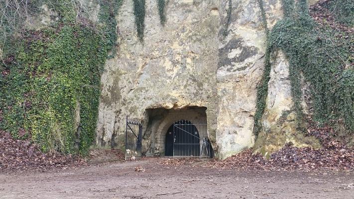 Wandelen over het Peerkepad bij de grotten in Valkenburg