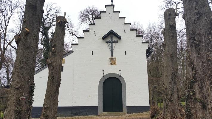 Wandelen over het Peerkepad in de voetsporen van Peerke Donders bij Kapel Kluis Schin op Geul