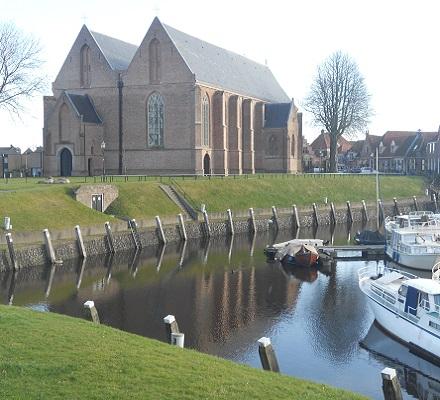 Kerk en haven in Vollenhove op een wandeling rondje Kraggenburg over het Pionierspad
