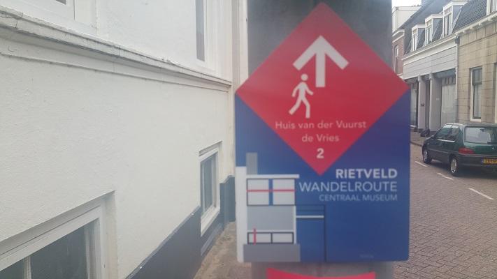 Rietveld wandelroute bordje tijdens Gerrit Rietveld wandelroute in Utrecht