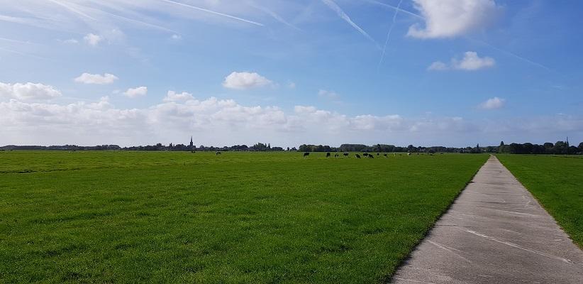 Wandelen over het Romeinse Limespad door polder richting Hazerswoude-Dorp