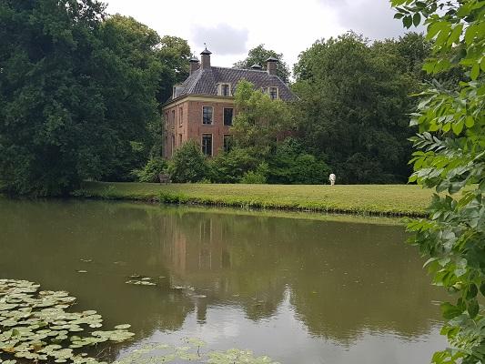 Wandelen over het Romeinse Limespad bij theehuis Rijnauwen aan de Kromme Rijn