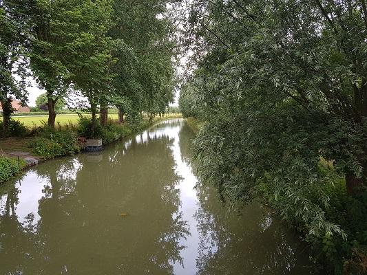 Wandelen over het Romeinse Limespad bij de Oude Rijn in Cothen