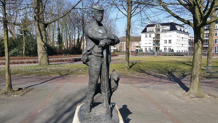 Kunstwerk De Schapenhoeder Heerde op een wandeling over het Roots Natuurpad van Wijhe naar Heerde