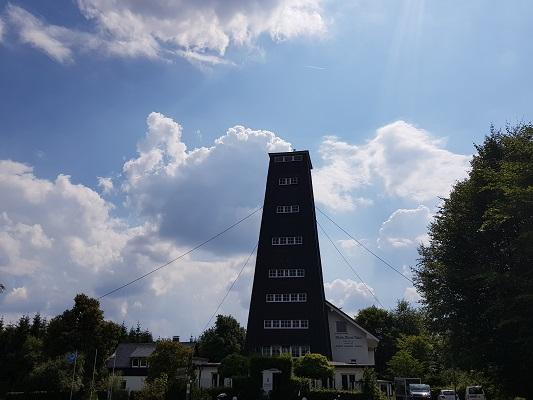 Toren Rhein-Weser tijdens wandeling van Jaghaus naar Thein-Weser-Turm op wandelreis over Rothaarsteige in Sauerland in Duitsland