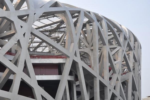 Olympisch stadion het Vogelnest tijdens stadswandeling in Peking China
