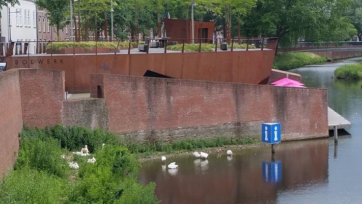 Bolwerk en roeipaviljoen tijdens wandeling Hedendaagse Architectuur in Den Bosch
