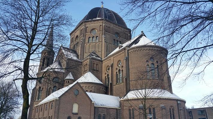 Petruskerk tijdens een wandeling langs monumenten in Uden in Noord-Brabant