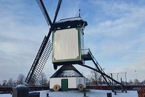 Jettens molen in Uden tijdens wandeling langs monumenten in Uden in Noord-Brabant