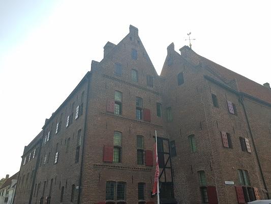 Wandelen over het Westerborkpad van 't Harde naar Elburg bij oude pakhuizen