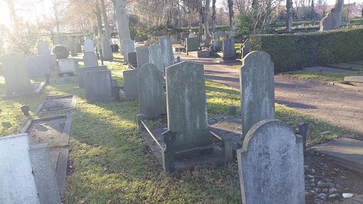 Wandelen over het Westerborkpad bij de Joodse begraafplaats in Hattem