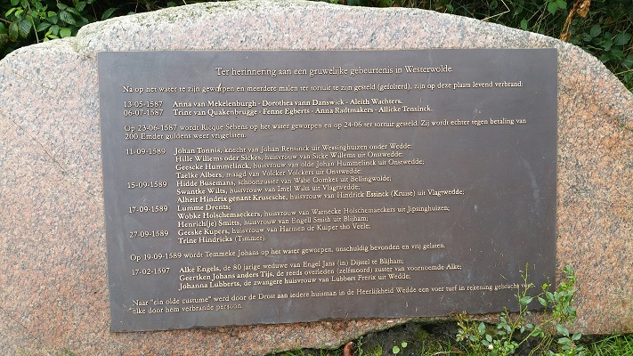 Gedenksteen bij Engelkensbrug tijdens wandeling over Westerwoldepad van Wedderveer naar Vlagtwedde