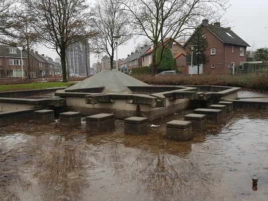 Fonteinen in Helmond-Noord tijdens een wandeling Ontdek de Kunst van Brabant Vertelt