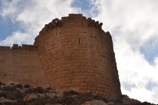 Ronde toren bij Little Petra tijdens een wandelreis van SNP door Jordanië