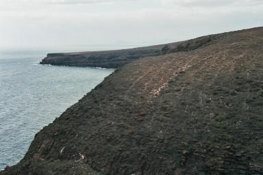 Kust Atlantische Oceaan bij Haria tijdens een wandelvakantie op Canarisch Eiland Lanzarote