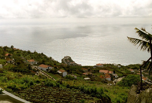 Op de Levada do Norte op wandelvakantie op Portugees eiland bloemeneiland Madeira