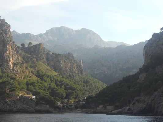 Zicht op Tramuntanagebergte op wandelvakantie op Spaans eiland Mallorca