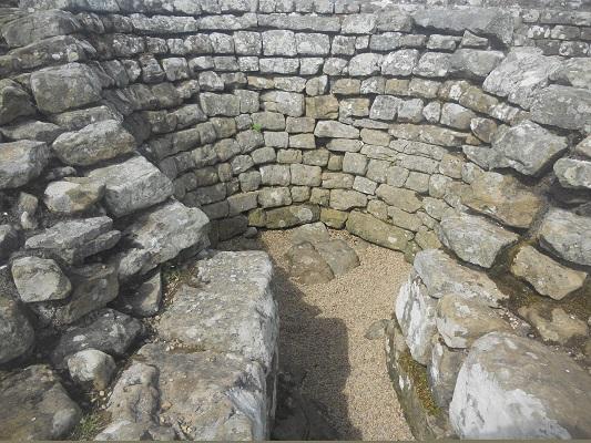 Romeinse nederzetting Housesteads op een wandeling van Chollerford naar Once Brewed op wandelreis over Muur van Hadrianus in Engeland