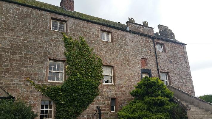 Authentiek Engels huis tijdens wandeling van Carlisle naar Bownes op wandelreis over Muur van Hadrianus in Engeland