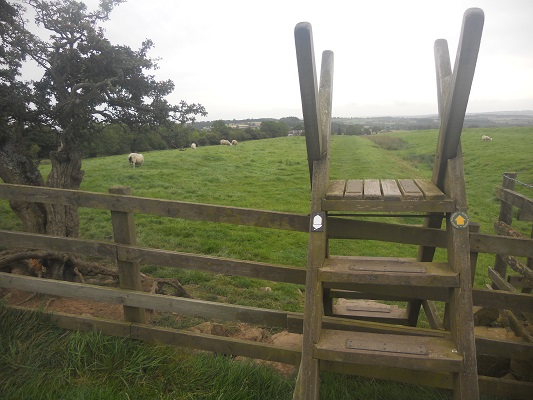 Overstapje op een wandeling van Wallsend naar Heddon on Wall op een wandelreis over de Muur van Hadrianus in Engeland