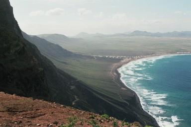 Noordkust bij Famara tijdens wandelreis naar Canarisch Eiland Lanzarote