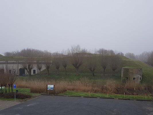 Fort Sabina tijdens een wandeling over het Zuiderwaterliniepad van Dinteloord naar Willemstad