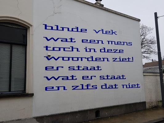Kunstwerk Plekgedicht tijdens wandeling Kort rondje Kunst in Tilburg van Brabant Vertelt