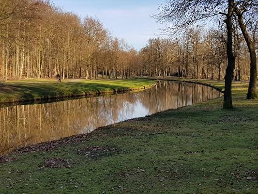 Landschapspark in Engelse stijl op landgoed Groeneveld tijdens een NS-wandeling Landgoed Groeneveld van Baarn naar Hilversum