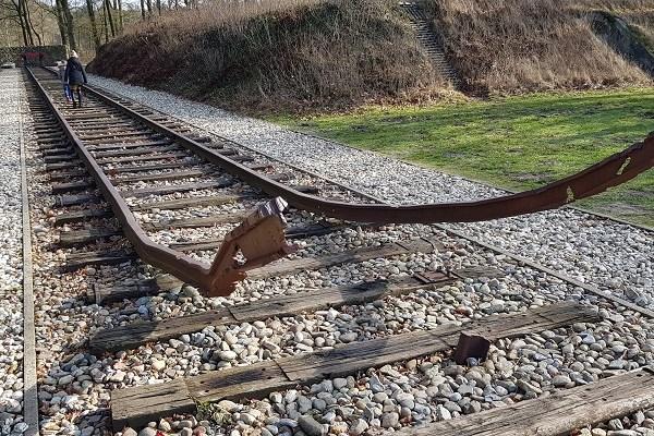 Spoorlijn Kamp Westerbork op wandeling over het Roots Natuurpad van Papenvoort naar Hooghalen