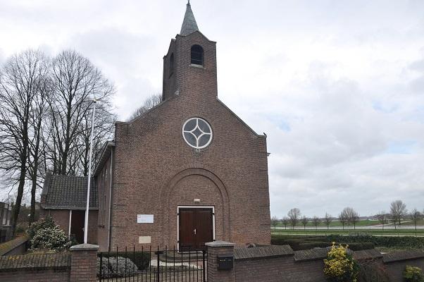 Wandeling Antoon Coolen in Lith bij NH Kerkje