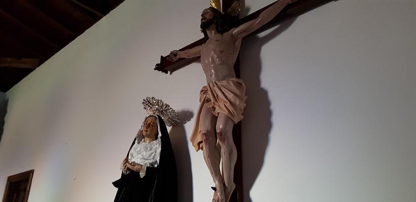 Wandeling op Canarisch Eiland La Gomera van Arure naar Las Hayas in kapel bij Christusbeeld