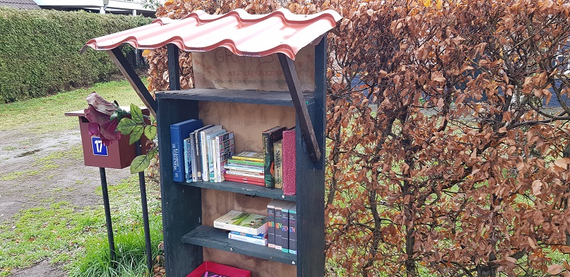 Wandelen over Ommetje Abdij van Berne in Heeswijk bij een ruilbibliotheek