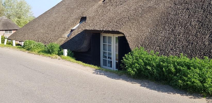 Wandeling over Klompenpad Hamarithapad bij Nederhemert langs Gelderse dijkwoning