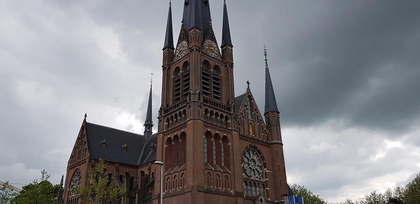 Wandelen van Harmelen naar Woerden over het Romeinse Limespad bij Sint Bonaventurakerk