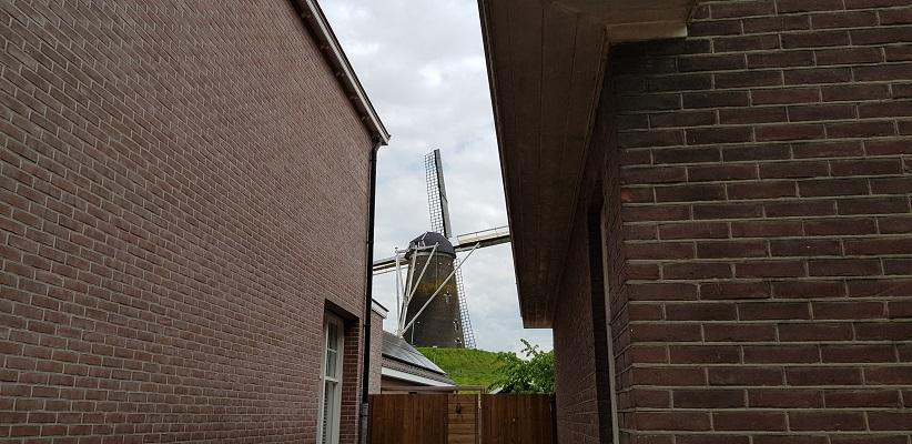 Wandeling over het Achterhoekpad van Westendorp naar boekenstadje Bredevoort bij molen Prins van Oranje