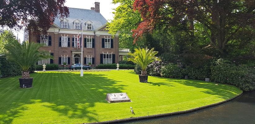Wandeling van Gegarandeerd Onregelmatig over het Parkstadpad van Wandelen buiten de binnenstad van EIndhoven bij villa de Laak van Anton Philips