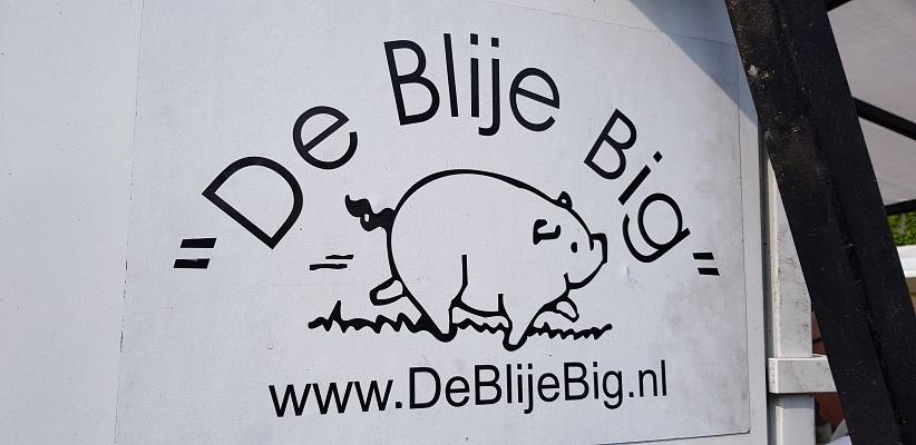 Wandeling buiten de binnenstad van Eindhoven over het Gestelpad bij marktraam De Blije Big